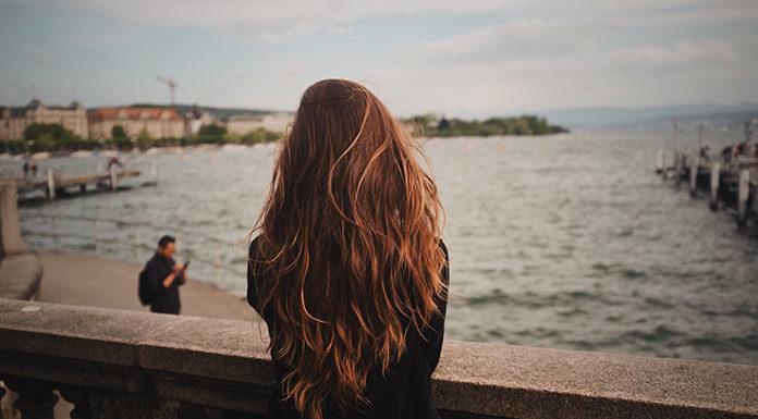 Jak samodzielnie dopasować doczepiane włosy do naturalnego koloru?
